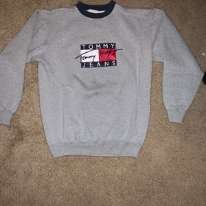 Tommy Hilfiger crewneck sweater (no hood)